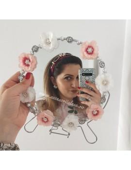 Oglinda miresei flori albe si roz nunta mireasa