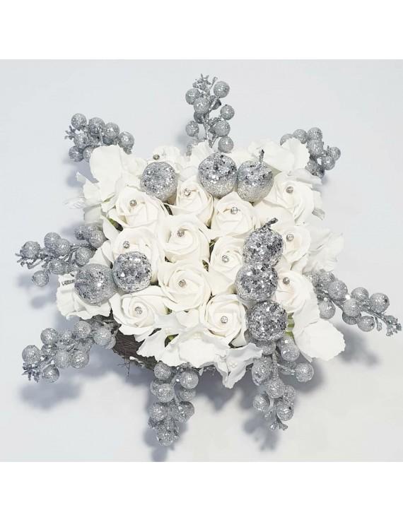 Aranjament trandafiri albi, cadou sotie iubita prietena sora bunica mamaie