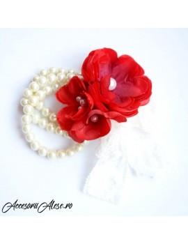 Corsaje nunta cu flori domnisoare de onoare, mireasa, nasa sau soacra